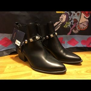 Forever 21 Shoes - Black boots